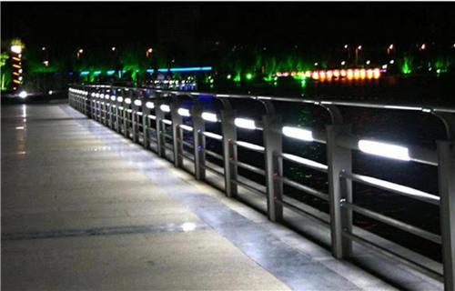 宿州不锈钢碳素钢复合管桥梁栏杆样式新颖